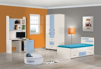 חדר ילדים מעוצב המכיל מיטה מעוצבת עם קלפה נפתחת ומגירות, שולחן כתיבה עם מכתבייה, מגירה נשלפת עם מקום לכונן, ארון מעוצב בעל שילובי צבעים מודרניים