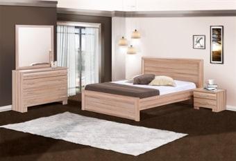 מיטה זוגית קלאסית עם פסי טוקיו עדינים בראש המיטה, קומפלט הכולל קומודה רחבה עם מראה וזוג שידות לילה תואמות