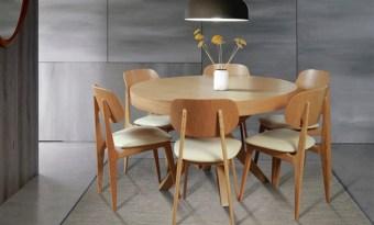 """שולחן אוכל דגם לוגנו פרטים טכניים: מידות: קוטר 1.2 מ` הגדלות: 2 הגדלות, 50 ס""""מ כל הגדלה (מנגנון גרמני) גוון: אלון טבעי"""