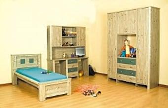 """ארון בגדים דגם 3 דלתות רחבות   180X240 ס""""מ   עומק 60 ס""""מ   עץ מלא בעבודת נגרות מקצועית.   ארון עמיד וחזק לשנים רבות.   גודל , צבע ועיצוב בהזמנה ."""
