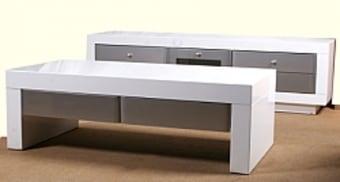 """המערכת לסלון הכוללת מזנון+שולחן סלוני .   המוצרים עשויים עץ   MDF   בציפוי אפוקסי משובח ובגימור חלק.   מידות המזנון:   גובה: 50 ס""""מ   רוחב 160 ס""""מ (ניתן להגדיל ל 200 ס""""מ בתוספת של 499 ₪)   עומק: 40 ס""""מ   מידות שולחן:   60*120 ס""""מ   גובה: 40 ס""""מ   *תיתכן סטייה של עד 5 % במידות הקיימות במפרט.   *התמונה להמחשה בלבד   * מעל קומה 3 בהעמסה ידנית תהיה תוספת של 40 ₪ לקומה.   בכל מקרה של צורך בשרותי מנוף חיצוניים החיוב יחול על הלקוח.   הובלות מחיפה צפונה, מבאר שבע דרומה ומעבר לקו הירוק ייתכן עיכוב באספקה של 14 יום וכמו כן קיימת תוספת מחיר של 150 ₪ להובלה."""
