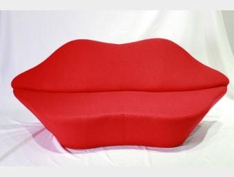 "C040W אדום  כורסא זוגית ייחודית המעוצבת בצורת שפתיים נוחה ומפנקת במיוחד. שילדת הכורסא עשויה עץ מלא המצופה בספוג המעניק לכורסא רכות ונוחות ומרופדת בצמר איכותי.  מידות:     רוחב- 205 ס""מ     עומק- 80 ס""מ     גובה- 82 ס""מ"