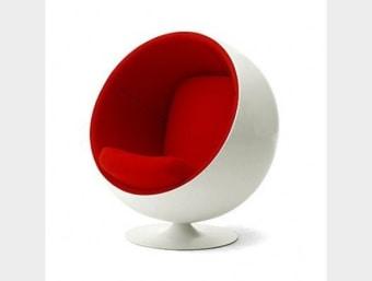 "C017 אדום  כורסאת מעצבים נוחה ומפנקת במיוחד בעלת מראה מודרני ייחודי המעשיר את המראה הכללי של החלל בו הוא ממוקם.הכורסא מעניקה ליושבים בה תחושת בידוד. שילדת הכורסא עשויה מפיברגלס המצופה בספוג המעניק לכורסא רכות ונוחות ומרופדת בבד קטיפה איכותי.  מידות:     רוחב- 125 ס""מ     עומק- 110 ס""מ     גובה- 80 ס""מ"