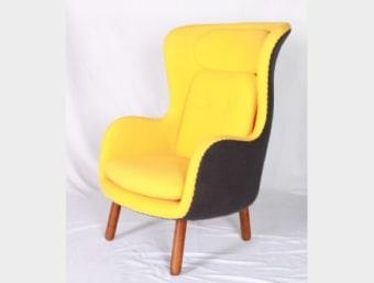 "C022 צהוב  כורסאת מעצבים נוחה ומפנקת במיוחד המעוצבת בסגנון וינטאז' המשדרג את המראה הכללי של החלל בו הוא ממוקם. שילדת הכורסא עשויה מפיברגלס המצופה בספוג המעניק לכורסא רכות ונוחות ומרופדת בצמר איכותי. בסיס הכיסא עשוי מעץ.  מידות:     רוחב- 78 ס""מ     עומק- 95 ס""מ     גובה- 112 ס""מ"