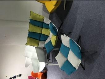 "C023W צבעוני  כורסאת מעצבים נוחה ומפנקת במיוחד בעלת מראה מודרני המעשיר את המראה הכללי של החלל בו הוא ממוקם. שילדת הכורסא עשויה מפיברגלס המצופה בספוג המעניק לכורסא רכות ונוחות ומרופדת בבד איכותי. בסיס הכיסא עשוי מתכת.  מידות:     רוחב- 68 ס""מ     עומק- 57 ס""מ     גובה- 82 ס""מ"