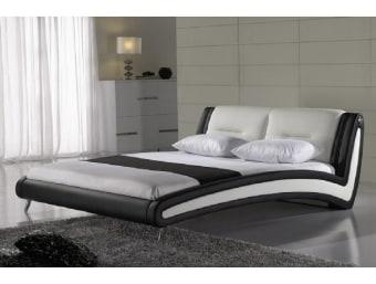 """P33  מיטה מרופדת מדמוי עור איכותי מסוג PU בשילוב עור.  למיטה מראה מודרני ונקי וזאת הודות לחזית המיטה בעלת המראה הצף.   ניתן לרכוש בכל צבע ובמבחר מידות לבחירתכם.  מידות:  מידת מיטה תואמת למזרן 1.4*1.9:  אורך- 228 ס""""מ  רוחב- 170 ס""""מ  גובה- 96 ס""""מ  מידת מיטה תואמת למזרן 1.6*1.9:  אורך- 228 ס""""מ  רוחב- 190 ס""""מ  גובה- 96 ס""""מ  מידת מיטה תואמת למזרן 1.8*2.0:  אורך- 238 ס""""מ  רוחב- 210 ס""""מ  גובה- 96 ס""""מ  מפרט טכני:  שלדת המיטה עשויה עץ גושני  ציפוי המיטה עשוי ספוג איכותי המעניק למיטה תחושת רכות  ריפוד המיטה עשוי מדמוי עור איכותי מסוג PU בשילוב בד בכריות המיטה  בסיס המיטה עשוי מברזל ולוחות סנדוויץ'  *כחלק משקיפות ואמינות החברה, אין חברתנו דורשת כל תוספת תשלום בעבור שינוי גודל המיטה לכל אחת מהמידות הבאות: 140*190 , 140*200, 160*190, 160*200 , 180*200  *המחיר המוצג לעיל הינו עבור המתואר בפירוט ואינו כולל מוצרים נלווים (כגון: שידות, מזרנים, הדומים וכו').  הוראות טיפול ברהיטי עור ודמוי עור:     1.יש להרחיק את המוצר ממקורות חום ישירים,כגון: שמש ,תנורים, וגופי חימום.     2.יש להימנע ממגע ממושך של המוצר עם מים ו/או כל נוזל אחר     3.בעת ניקוי המוצר יש להשתמש במטלית לחה ורכה ומיד לייבש במטלית יבשה.     4.לניקוי יסודי יש להשתמש בתכשירי ניקוי המיועדים לעור אשר אינם מכילים אלכוהול"""