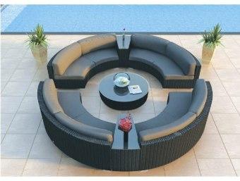 636  מערכת ישיבה לגינה פינתית מעוצבת העשויה מראטן סינטטי עמיד במיוחד בכל תנאי מזג האוויר. מערכת זו כוללת:     4 ספות דו מושביות     2 שולחנות צד+ זכוכית מחוסמת     שולחן קפה+ זכוכית מחוסמת      כריות ומזרנים