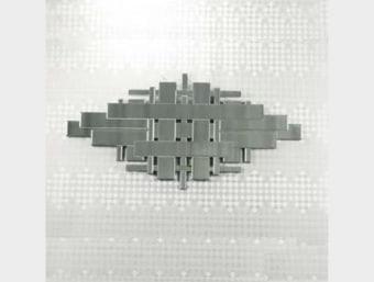 """JI083A-10  מראה מעוצבת ומדהימה ביופיה העשויה כולה ממראות קטנות המשולבות זו בזו  הראי בעל מראה יוקרתי במיוחד ומשמש לעיצוב חלל המבואה לבית או חלל הסלון.  מידות:  אורך- 120 ס""""מ  גובה- 60 ס""""מ   שלדת המראה עשויה מMDF.   ציפוי המראה עשוי ממראות המודבקות זו לצד זו ומעניקות לקונסולה מראה יוקרתי.   *המחיר המוצג לעיל הינו עבור המתואר בפירוט ואינו כולל מוצרים נלווים (כגון: מראות קיר, מוצרי דקורציה וכו')   מחיר ההובלה הנקוב מתייחס להובלה והתקנה באזור מרכז (שדרות-חדרה) ובמקרה של אספקה מרוחקת יותר תהיה תוספת תשלום בהתאם לאיזור המגורים.   במקרה של צורך בהרמת המוצר מעל קומה שלישית ללא מעלית תגבה תוספת של 75 ש""""ח לקומה, או במידה וידרש להניף את המוצר באמצעות מנוף ישא הלקוח בעלות המנוף."""