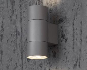 91012  צמוד קיר לשימוש תאורת חוץ. מקור אור 2X35W PAR16 GU10. מיוצר מאלומיניום. זמין בצבע אפור, לבן, בזלת.  מפרט טכני  מקור אור:  2X35W PAR16 GU10  מתח זינה:  230V  דרגות הגנה:  54  קבוצת בידוד:  1  חומר:  אלומיניום  זמין בצבע:  אפור, לבן, בזלת  אחריות:  1 שנים