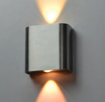 גוף תאורה LED מעוצב צמוד קיר UP & DOWN להארה דקורטיבית.  מקור אור: POWER LED 2*1W 230V.  גוון אור: לבן חם 3000K.  אלומה: 40 מעלות לשני כיוונים.  גוף: אלומיניום.  ציוד: דרייבר 3W 350MA 230V אינטגרלי.  התקנה: צמוד קיר.  גימור: אלומיניום.  לבן מט