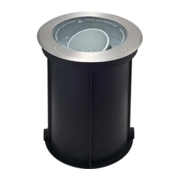 גוף תאורה ספוט הצפה מתכוונן שקוע רצפה מוגן מים להארת עמודים, שטיפת קירות, הארת עצים וכדומה.  מקור אור: מטל הלייד CDM-T 70W 230V  .  בית נורה: G12.  אלומה: 30 מעלות.  מסגרת: פלדת אל חלד.  גוף: אלומיניום.  עדשה: זכוכית מחוסמת שקופה.  רפלקטור: אלומיניום.  ציוד: אינטגרלי.  התקנה: שקועה בקופסת ביטון (כלולה) במשטח מוצק או בדק.  גימור: נירוסטה.