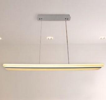 """דגם קלואי  power 45w  גוון אור - ניתן להשיג בגוון אור יום ובגוון אור חם  kelvin 3000k  לומן 2925  מידות גוף 115x13x80cmדרגת אטימות ip20  CRI cri80  מק""""ט LMOM-CHLOE-45W-WH-W  גוף תאורה תלוי בעיצוב ייחודי ודקורטיבי גובה מתכוונן כ-1.2 מטר  כמות באריזה חיצונית-1"""