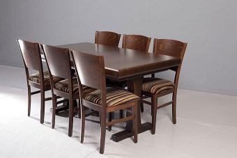 """שולחן קטן בעל רגל מרכזית המקנה כניסה מקסמיאלית של הכסאות אל צידי השולחן.  משלב גימורים מעוגלים.  מידות:  160  X 100  / 155  X 90  (המידות ניתנות לשינוי).  פתיחה:  פתיחת אמצע,  40 X  הגדלות  4  ס""""מ.  מספר סועדים:  במצב סגור - 8. במצב פתוח - 14."""