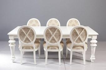 """שולחן בסגנון פרובאנס, רגליים המיוצרות במחרטה ובעיצוב """"ייחודי"""".  מידות:  220  X 110  (המידות ניתנות לשינוי).  פתיחה:  פתיחת צד, הגדלה שלמה של 80 ס""""מ  מספר סועדים:  במצב סגור - 8. במצב פתוח - 14."""