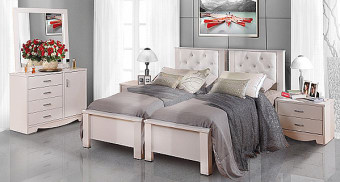 """חדר שינה עם הפרדה למגזר הדתי דגם סנדי חדר שינה קומפלט עשוי מ- M.D.F מלא ועבה (Multi Density Fireboard) קנדי, בעל גימורים איכותיים, בציפוי מלמין יצוק איכותי העמיד בפני שריטות, בשילוב עור תעשייתי בראש המיטה בגוונים שונים. בעל פרזול איכותי במיוחד חזק ועמיד לשנים רבות, משטח השינה עשוי קורות עץ מלא פיני. החומרים הינם בעלי תו תקן ישראלי. חדר שינה הכולל: מיטה עם הפרדה + ארגזי מצעים + 2 שידות לילה + טואלט + מראה בעיצוב מיוחד, ללא מזרנים. מידות בס""""מ: מיטה - רוחב: 170, אורך: 200. טואלט - גובה:75, עומק: 40, רוחב: 105. שידה - גובה: 40, עומק: 40, רוחב: 62. מראה - גובה: 80, רוחב: 90. המחיר אינו כולל מזרנים, המידה למזרנים 190\80 (ניתן לקבל במידות שונות). צבעים: שמנת, מולבן, אגוז, אגס חום, שיטה, קוניאק, לבן או ונגה. 12 חודשי אחריות! המחיר נכון ל - 12 תשלומים ללא ריבית בכרטיס אשראי."""