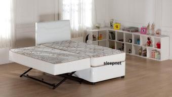 מיטת היי רייזר דגם אליזה מיטת היי רייזר מרופדת, הנפתחת למיטה נוספת עם מזרנים אורטופדיים. בסיסים עשויים ממתכת ועץ וחזקים במיוחד, מוגבהים מהרצפה באמצעות רגליים חזקות במיוחד. המיטה נפתחת באמצעות מנגנון על קל, ניתן להפריד ולהצמיד את המיטות בקלות. כולל 2 מזרנים אורטופדיים. המחיר הינו ל – 2 בסיסים כולל 2 מזרנים אורטופדיים, מזרן עליון במידה כ- 90/200, מזרן תחתון במידה כ-190/80 ללא ראש מיטה. *אופציה לראש מיטה בתוספת תשלום. ריפוד: דמוי עור לבן ושחור או גווני בדים לבחירה. גווני בדים: