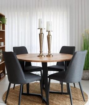 """פינת אוכל עגולה דגם PR-372 הכוללת 4 כסאות פינת אוכל עגולה, צעירה ומודרנית בעלת קווים נקיים. פלטת השולחן מעץ מלא, הרגליים מעוצבות ממתכת בגוון שחור. 4 כסאות מרופדים בבד איכותי דוחה כתמים, רגלי הכסאות ממתכת, ניתן לקבל לבחירה בגוון אלון או שחור. מידות שולחן בס""""מ: קוטר: 120, גובה: 76. * אופציה לשולחן בקוטר 140 בתוספת תשלום. מידות כסא ס""""מ: רוחב: 45, עומק: 40, גובה: 85. גוון ריפוד לכסא לבחירה: שחור, אפור בהיר, אפור כהה. * אופציה לכסאות נוספים בתוספת תשלום. המחיר הינו לשולחן + 4 כסאות בלבד. * מועד אספקה למוצרים שבמלאי עד 30 ימי עבודה, כדאי ליצור קשר ולברר עם נציג. * תיתכן סטייה בגוון. המחיר נכון ל-12 תשלומים ללא ריבית בכרטיס אשראי."""