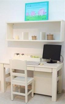 """שולחן כתיבה לחדר ילדים דגם איתמר G שולחן כתיבה עם מגירות אחסון, משטח עבודה גדול ומרווח, פלטת השולחן עבה וחזקה במיוחד. השולחן עשוי מעץ אורן פיני מלא שעבר תהליך מבוקר של יבוש ועיבוד בשילוב M.D.F. בעל גימורים איכותיים, עמיד בפני שריטות, ניתן לניקוי בקלות, ונשמר לאורך שנים.החומרים הינם בעלי תו תקן ישראלי. עמידות בפירוק והרכבה, בייצור מוצר זה משתמשים בפרזולים האיכותיים ביותר, איכות הפרזולים תורמת לכך שכל הרהיטים המיוצרים במפעל עמידים לפירוק והרכבה, כך שניתן לפרקם ולהרכיבם פעמים רבות וככל הצורך (עקרונית, אינסוף פעמים!) לא עוד רהיטים מתפרקים במעבר דירה או בהעברתם מחדר לחדר! השולחן עומד על רגלים חזקות במיוחד ליציבות מירבית.ידיות מעוצבות ואיכותיות עמידות לשנים רבות. מידות בס""""מ: אורך: 140, רוחב: 60. המחיר נכון לשולחן כתיבה בלבד ללא כוורת ואביזרים נילווים. המחיר אינו כולל כסא ואביזרי קישוט. *אופציה לכוורת איתמר 3 תאים עובי פלטות 3 ס""""מ רוחב 140 ס""""מ עם מחיצות בחצי גובה, בתוספת תשלום. ניתן לשלם ב-12תשלומים ללא ריבית בכרטיס אשראי. ניתן להזמין בגוון לבן או שמנת."""