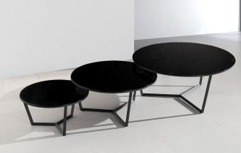 """סט שולחן סלון זכוכית משולב 3 חלקים דגם A 940 שחור סט שולחן סלון משולב 3 חלקים, 3 שולחנות איכותיים ויפייפים עם רגל מתכת ופלטות זכוכית מחוסמת בגוון שחור. עיצוב יוקרתי בקווים עגולים ורכים, להשלמת מראה מעוצב ויוקרתי של הסלון. מידות בס""""מ: שולחן גדול: קוטר 100. שולחן בינוני: קוטר 80. שולחן קטן: קוטר 60. צבע זכוכית: שחור. ניתן לרכוש גם בבודד. ניתן לשלם ב-12 תשלומים שווים ללא ריבית והצמדה. דמי ההובלה ישולמו למוביל באספקה."""