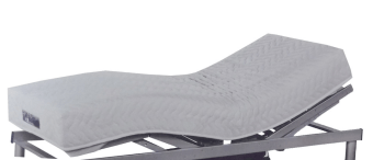 מזרן פולירון דגם אייר ויסקו מזרון רכות למיטה מתכווננת אורטופדי ללא קפיצים מבית פולירון קיבוץ זיקים המורכב משכבת ו יסקו ג'ל עבה במיוחד ושכבות פוליאוריתן בדרגות קושי שונות בצפיפות גבוהה, המבטיח למזרן מבנה אנטומי מושלם, ומעניק תמיכה אורטופדית לכל נקודה בגוף. המזרן בנוי בשיטת ה-one side system בזכות המבנה הייחודי של המזרן, אין צורך להפוך אותו. המרכיבים האיכותיים של המזרן שומרים על עמידותו לאורך זמן. למזרן שכבת ויסקו ג'ל Viscojel – חומר המתאים עצמו בצורה המושלמת למבנה הגוף, בזכות רגישותו המיוחדת לטמפרטורת הגוף, משחרר לחצים ומבטיח תנאים אופטימליים לשינה רגועה, עמוקה ובריאה. המזרן מרופד בבד ג'רסי אורירי ואיכותי עם הגנה אנטי-בקטריאלית. 15 שנות אחריות של פולירון קיבוץ זיקים. המחיר מתייחס למזרן במידה 80/200/16. ניתן להזמין בכל המידות. אנא צור/צרי קשר טלפוני לבירור המחיר לגודל הרצוי. 12 תשלומים ללא ריבית.