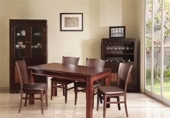 """פינת אוכל עם 4 כסאות.   מידות:   מצב סגור - 140/85 ס''מ.   מצב פתוח - 240/85 ס""""מ.   צבע: שוקולד כהה.   מיוצר באיטליה."""