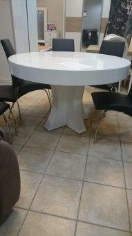 פינת אוכל עגולה עם פתיחה ענקית (עד 18 איש)    כולל 6 כסאות מעוצבים במגוון בדים וצבעים לבחירה, ישנם מספר סוגי כסאות בגלריה לבחירה    גודל: אפשרות ראשונה: 1.2 מ' נפתחת ל-3 מ'. אפשרות שניה – 1.3 מ' נפתחת ל-3.1 מ' . אפשרות שלישית – 1.4 מ' נפתחת ל-3.2 מ'    ניתן לבחור כל צבע מקטלוג הצבעים ללא תוספת תשלום