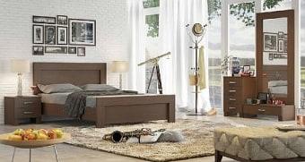 """חדר שינה דגם  PLATINUM  הכולל: מיטה זוגית  140X190, שתי שידות לילה , קומודה יפנית  ומראה  העשויים  MDF  קנדי בציפוי מלמין במבחר גוונים.  משטח המיטה עשוי עץ אורן מלא על רגלי מתכת.  מרכיבי המיטה והשידות עשויים מחומרים בעלי תו תקן ישראלי.  מידות חיצוניות בס""""מ:  מיטה: 150X200 גובה ראש המיטה 103  שידת לילה: 49X39 גובה 44  שידת מראה ומגירה: 87X39 גובה 27.5  קומודה 4 מגירות: 49X39 גובה 77.5  מראה: 84.5X171  ניתן להזמין את המיטה במידות שונות, ניתן להוסיף ארגז מצעים פנאומטי וניתן גם להזמין מיטות נפרדות עם או בלי ארגזי מצעים, בתוספת מחיר.  ניתן להוסיף מזרנים בתוספת מחיר.  במידה ובחרתם להוסיף למיטה ארגז מצעים מתרומם: שימו לב כי אם המזרן המונח על המיטה כבד במיוחד, הארגז לא ישאר פתוח, אלא בעזרת מתן תמיכה עם היד.  ארגז מצעים רגיל מורכב ממשטח המתרומם באמצעות זוג בוכנות פמאומטיות ופלטה עשויה מזונית על סלייטים של עץ המונחת על הרצפה עם רגליות פלסטיק באורך סנטימטר, הארגז לא אטום.  *ארגז מצעים מעץ סנדוויץ הינו ארגז אטום המגיע כיחידה מורכבת עם רגליות בגובה 7 ס""""מ.  הידיות בתמונה להמחשה בלבד, יסופק עם ידיות שבמלאי.  ניתן לשדרג את  הידיות  בתשלום."""