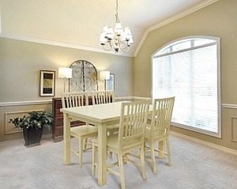 """פינת אוכל הכוללת שולחן בוק מלבני נפתח לאורך 200 דגם  MERY  .  השולחן עשוי עץ בוק מלא בגוון שמנת משופשף.  פינת האוכל כוללת 4 כסאות עשויים עץ בוק מסיבי בגוון שמנת.  ריפוד הכסאות עשוי בד דמוי עור איכותי בגוון שמנת משופשף.  מידות השולחן:  120X80 ס""""מ נפתח לאורך 200 ס""""מ  מיוצר באיטליה.  ניתן להזמין כסאות נוספים בתוספת מחיר."""