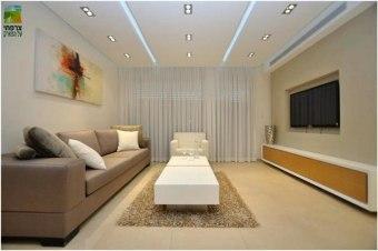ספה דגם מיאמי נמוכה יחסית בעיצוב מודרני. הספה עשויה מעור בצבע חום בהיר.  ספה דגם מיאמי מיוצרת בהתאמה אישית ממיטב חומרי הגלם ובמחיר מצוין!   לפי דרישת הלקוח בהתאמה אישית.  מילוי:  שילוב של ספוג קשיח/ בינוני/ רך + שכבת נוצות לנוחות מיירבית.  ריפוד:  בד/ עור ממיטב חברות הטקסטיל המובילות בארץ.  שלד:  עץ מלא, בשילוב עם רצועות אלסטיות אשר מונעות שקיעה של הספה לאורך זמן.  אחריות:  3 שנות אחריות היצרן.  תוצרת:  LUSSO, כחול לבן, ישראל.  זמן אספקה משוער- עד 30 ימי עסקים/ לפי סיכום מועד מדוייק במעמד ההזמנה.