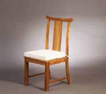 כסא עץ מעוצב