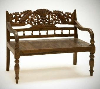 """ספסל קטן עם פיתוחים רוחב: 90 ס""""מ אורך: 115 ס""""מ גובה: 55 ס""""מ"""