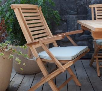 """כיסא גן מתקפל עם משענות לידיים וכרית ישיבה. קיים גם בלי משענות לידיים – מחיר: 450 ש""""ח."""