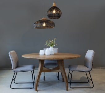 """שולחן אוכל עגול מעוצב מעץ טיק ממוחזר. קיים במידות נוספות – שאלו אותנו להצעת מחיר. רוחב: 140 ס""""מ אורך: 140 ס""""מ גובה: 77 ס""""מ"""