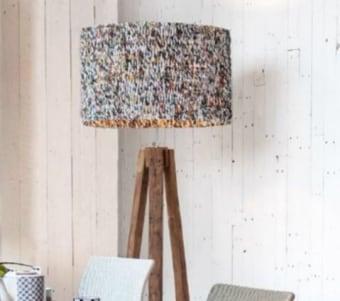 """מנורת רצפה מעוצבת מנייר ממוחזר רוחב: 65 ס""""מ אורך: 65 ס""""מ גובה: 165 ס""""מ"""