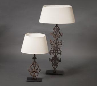 מנורות בגדלים שונים בסגנון עתיק
