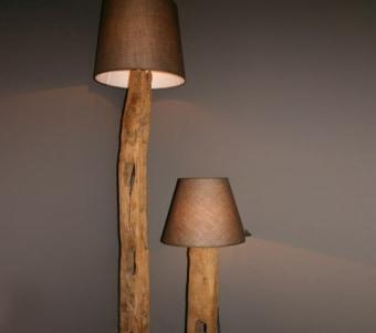"""מנורה עומדת מעץ ממוחזר רוחב: 0 ס""""מ אורך: 0 ס""""מ גובה: 0 ס""""מ"""