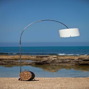 """מנורת רצפה מעוצבת מעץ ממוחזר רוחב: 190 ס""""מ אורך: 0 ס""""מ גובה: 0 ס""""מ"""