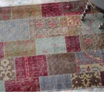 """שטיח טלאים ייחודי עשוי צמר בעבודת יד רוחב: 160 ס""""מ אורך: 230 ס""""מ"""