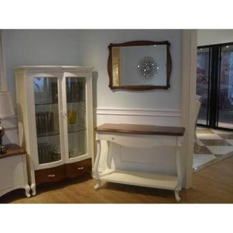 קומודה וינטג' איכותי  מעץ מלא לבנה  מידות:  אורך 110 עומק 40 גובה 82
