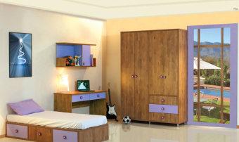 חדר ילדים עם מיטת בסיס הכוללת 3 מגירות, שולחן כתיבה ישר עם 2 מגירות מובנות, כוורת מעוצבת עם דלת אחת, ארון מעוצב בעל צבעים מודרניים. מידות חיצוניות כוורת - גובה: 575 רוחב: 1205 עומק: 292 שולחן כתיבה - גובה: 803 רוחב: 1400 עומק: 550 ארון 4 דלתות - גובה: 2350 רוחב: 1630 עומק: 520 מיטת נמוכה - גובה: 310 רוחב: 920 עומק: 1920