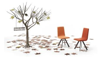 """כסא פינת אוכל מודרני Vulcano  כסא פינת אוכל מודרני עם רגלי חצובה  Vulcano הוא כסא פינת אוכל מודרני מבית מותג ריהוט היוקרה הספרדתי Mobilerica. כסא הוא בעל רגלי פלדת אלחלד בציפוי שכבת צבע דקה ועמידה, ומושב בד צמרי המגיע במגוון צבעים לבחירה. למעטפת המרופדת של המושב יש קימורים במקומות הנכונים, ההופכים את Vulcano לנח ויציב יותר. הייחוד של כסא זה הוא בצורת רגלי החצובה האלגנטיות שלו.  מידות: רוחב 46 ס""""מ, עומק 56.5 ס""""מ, גובה מושב 48 ס""""מ, גובה משענת גב 96 ס""""מ  צפה בעוד מגוון  כסאות לפינת אוכל"""