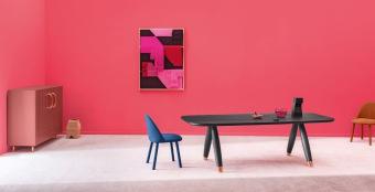 Basilo שולחן מעוצב בקווים רכים מעץ גושני  Basilo מעוצב על ידי Paolo Cappello . שולחן אוכל בעיצוב ייחודי המשלב עץ גושני עם נגיעות מתכתיות מבריקות. זמין במידות : 2.00/1.00 מ' , 2.40/1.00 מ' / 3.00/1.00 מ'.