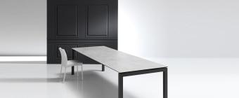 שולחן אוכל מודרני נפתח Julia  שולחן אוכל נפתח מודרני העשוי מקווים דקים ונקיים