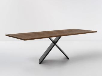שולחן פינת אוכל מודרני Ax  שולחן פינת אוכל מודרני עם רגליים בעלות צורה מקורית ויוצאת דופן  Ax הוא שולחן פינת אוכל מודרני עם רגליים בעלות צורה מקורית ויוצאת דופן. שולחן ייחודי זה עוצב בשנת 2016 על ידי המעצב האיטלקי המחונן Gino Carollo עבור מותג ריהוט היוקרה Bonaldo. מבחינה גיאומטרית מדובר בעיצוב מנימליסטי, אך הקסם של Ax טמון בכך שהוא נראה שונה לחלוטין מנקודות מבט שונות. פלטת שולחן זה זמינה במגוון חומרים – שיש, זכוכית או עץ. הרגליים החדשניות בצרות איקס עשויות ממספר סוגי מתכות בעלות גימורים שונים וזמינות במגוון צבעים לבחירה.