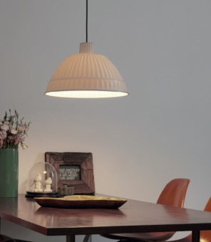 Cloche is the makeover of Pudding, the hanging lamp from the FontanaArte Historic Archive designed in 1995. It comes in a range of soft, contemporary colors: pale and dark grey, mustard yellow and translucent white. When this latter version is switched on, the light creates a magical effect that enhances the design of the diffuser.