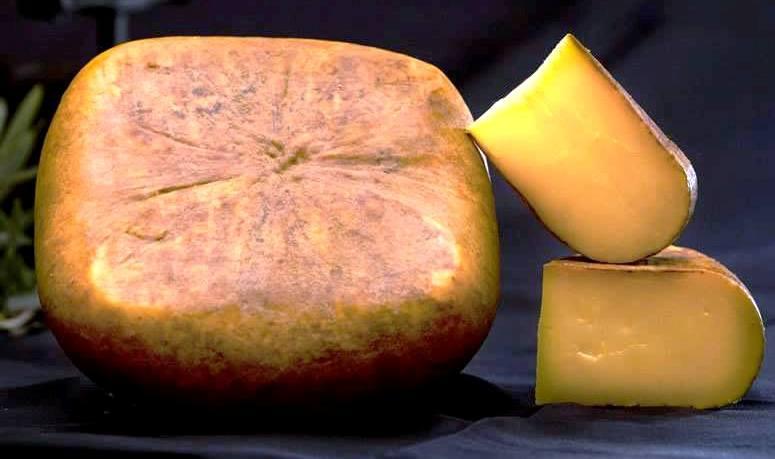 queso-Mahon-Menorca-Curado-El-Portal-del-Chacinado