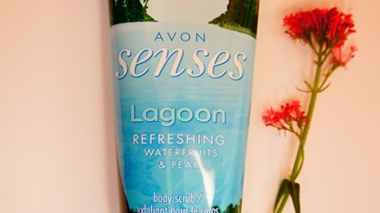 Avon Senses Lagoon Refreshing Waterfruits & Pear - Gel exfoliant pentru corp