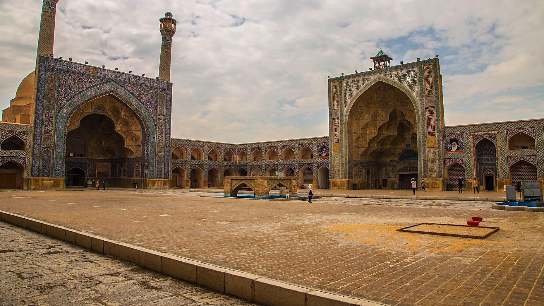 iwan of jameh mosque of esfahan