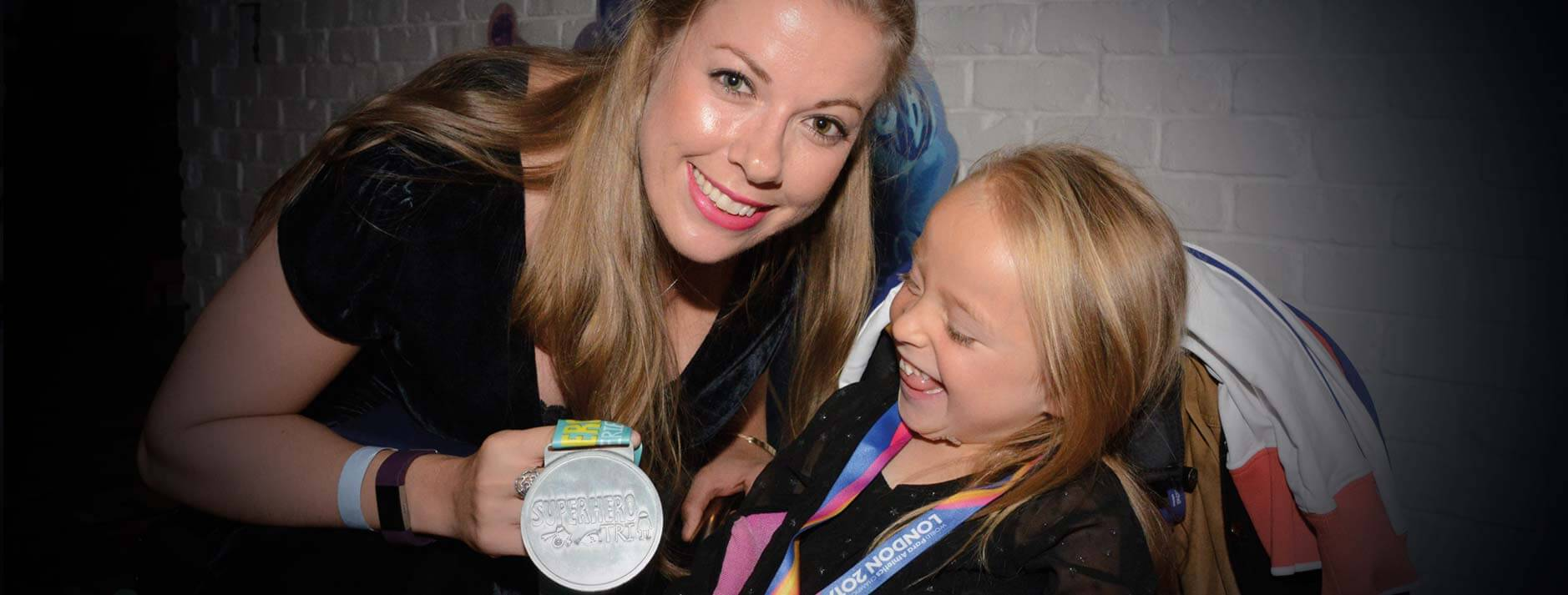 Hannah Cockroft and young athlete