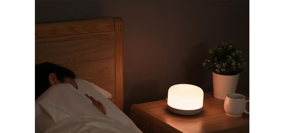 inteligentna-lampka-nocna-yeelight-bedside-d2-01-bedside-iShack